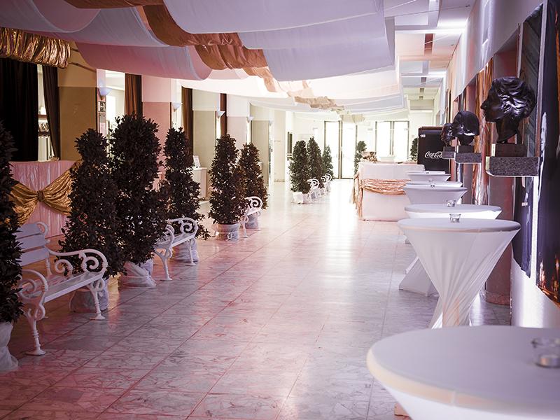 OPUS-Marketing-News-Stadt-Bayreuth-Ball-der-Stadt-Eingangsbereich