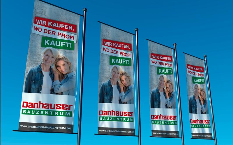 opus-marketing-news-danhauser-bauzentrum-standort-fahnen