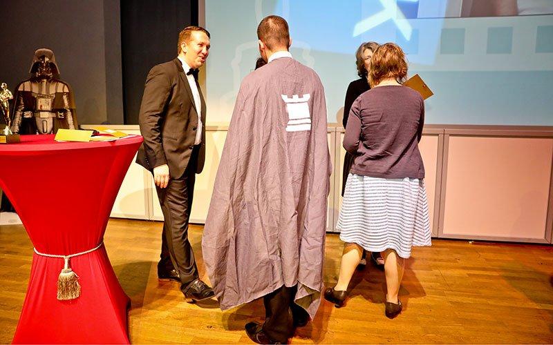 Die Gewinner des IHK-Azubi-Film-Contest erhalten ihren Preis