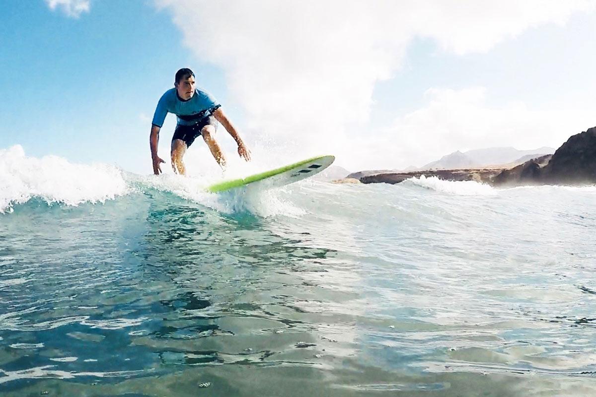 OPUS Marketing / Blog / Agentur / Team / Mitarbeitervorstellung / Sebastian Wilhelm / Surfen / Fuerteventura