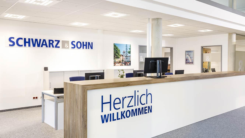 OPUS Marketing / Projekte / Schwarz und Sohn / Markenraum / Empfangstheke